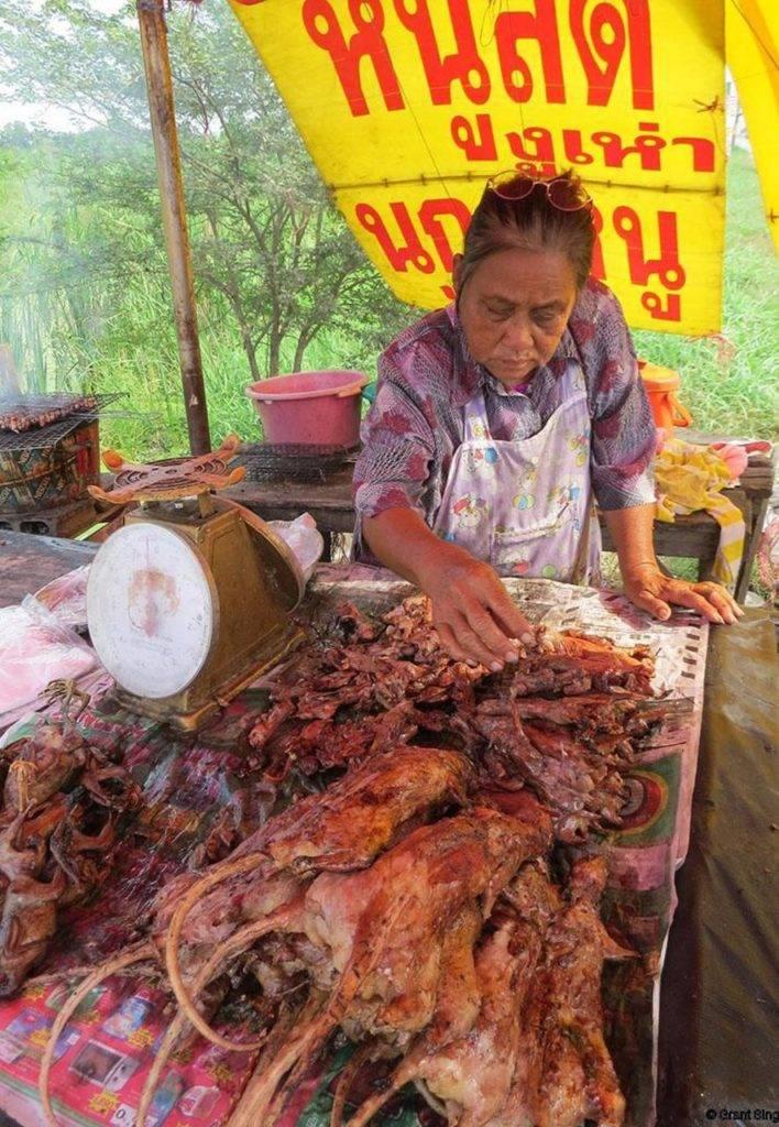 Продажа жареных крыс в Таиланде
