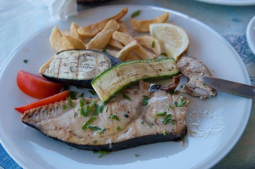 Блюдо из меч-рыбы фото