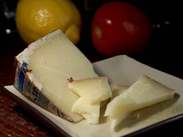 Итальянский сыр из овечьего молока Pecorino Sardo фото