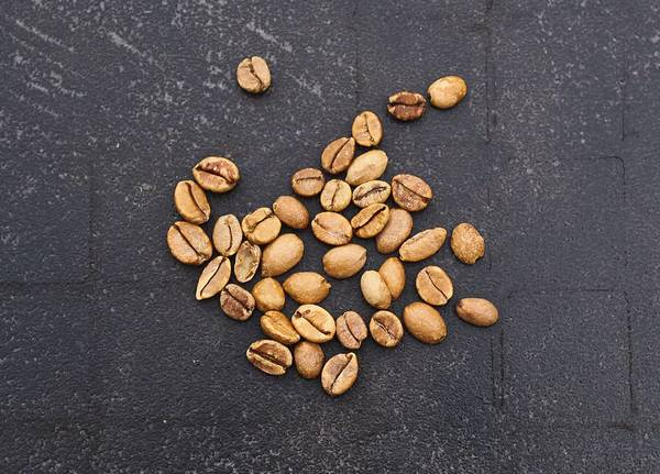 Зерна кофе либерика (либерийского кофе) фото (лат. Coffea liberica)