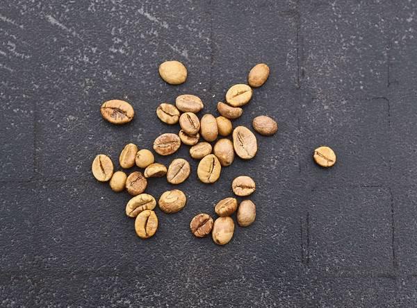 Зерна кофе робуста фото (лат. Coffea canephora, син. Coffea robusta)