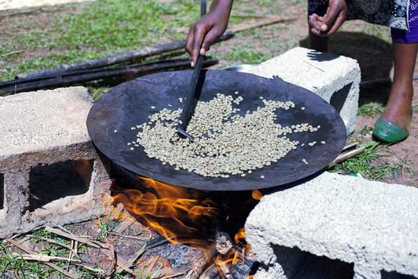 Традиционный способ обжаривания кофе фото