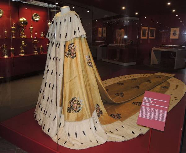 Королевская мантия с горностаем фото